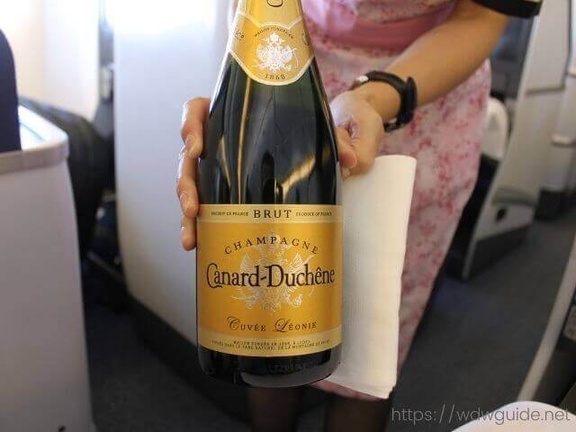 ANAビジネスクラスのシャンパン