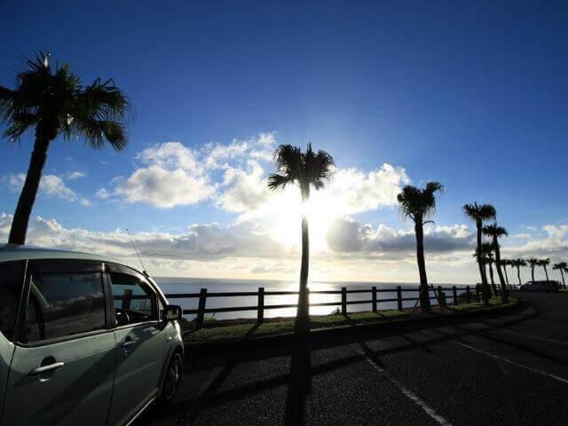 海浜公園と車