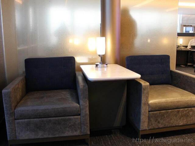 ユナイテッドポラリスラウンジのソファー