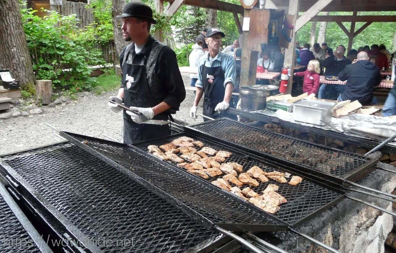 Lisarsville Gold Rush Trail Camp & Salmon Bakeのサーモンランチ