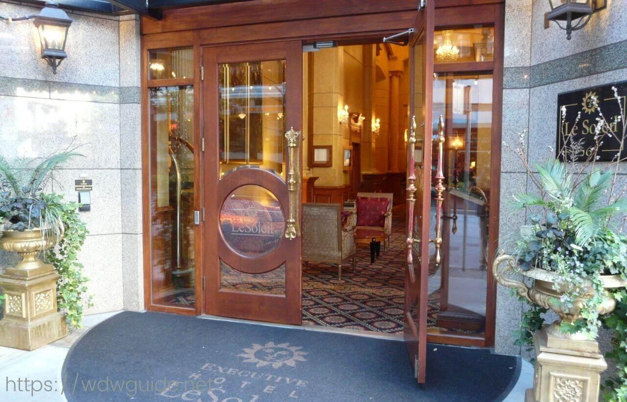 バンクーバーのエグゼクティブ ホテル ル・ソレイユ