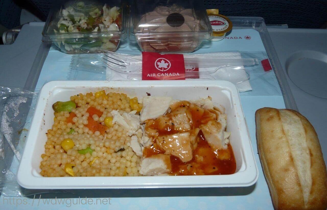 エアカナダのエコノミーの機内食