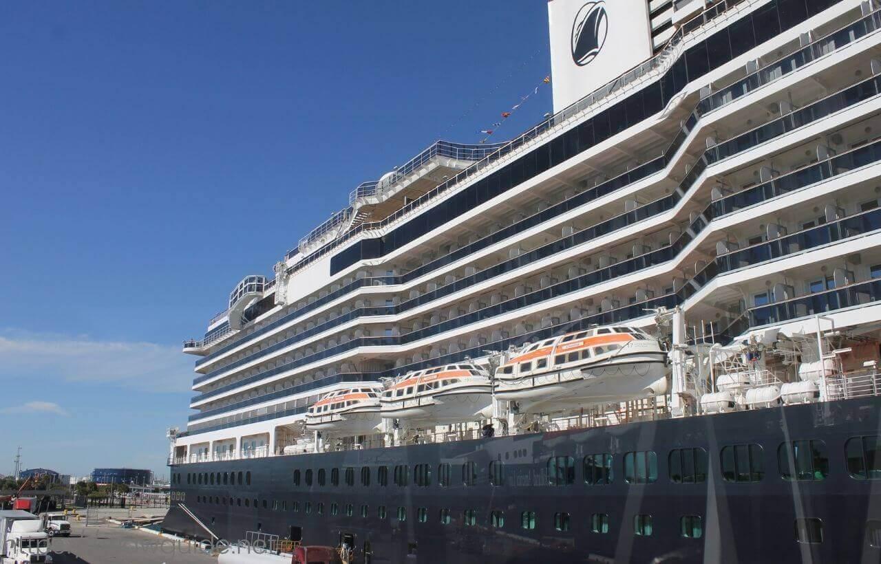 西カリブ海クルーズに出航するコーニングスダム