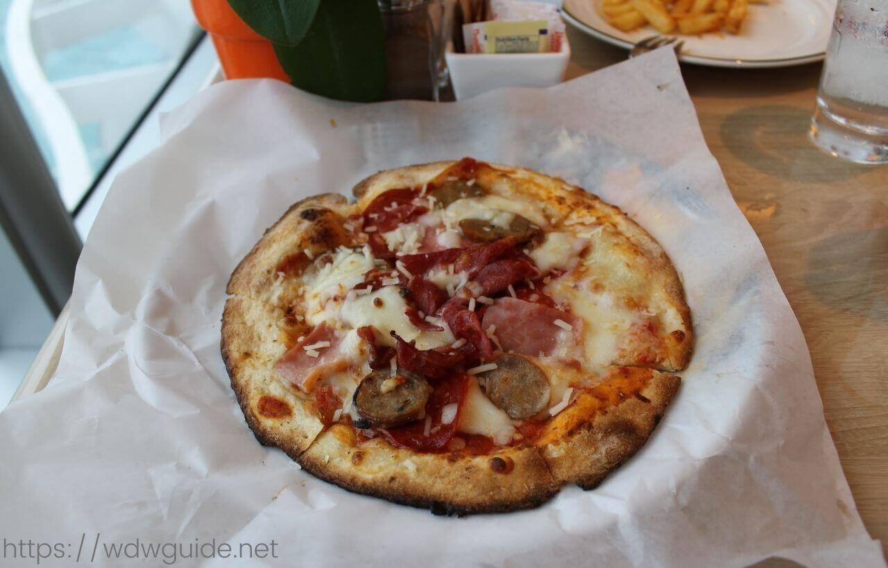 コーニングスダムのピザ