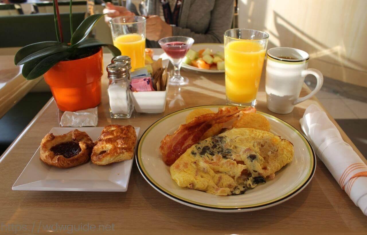 コーニングスダムのリドでの朝食