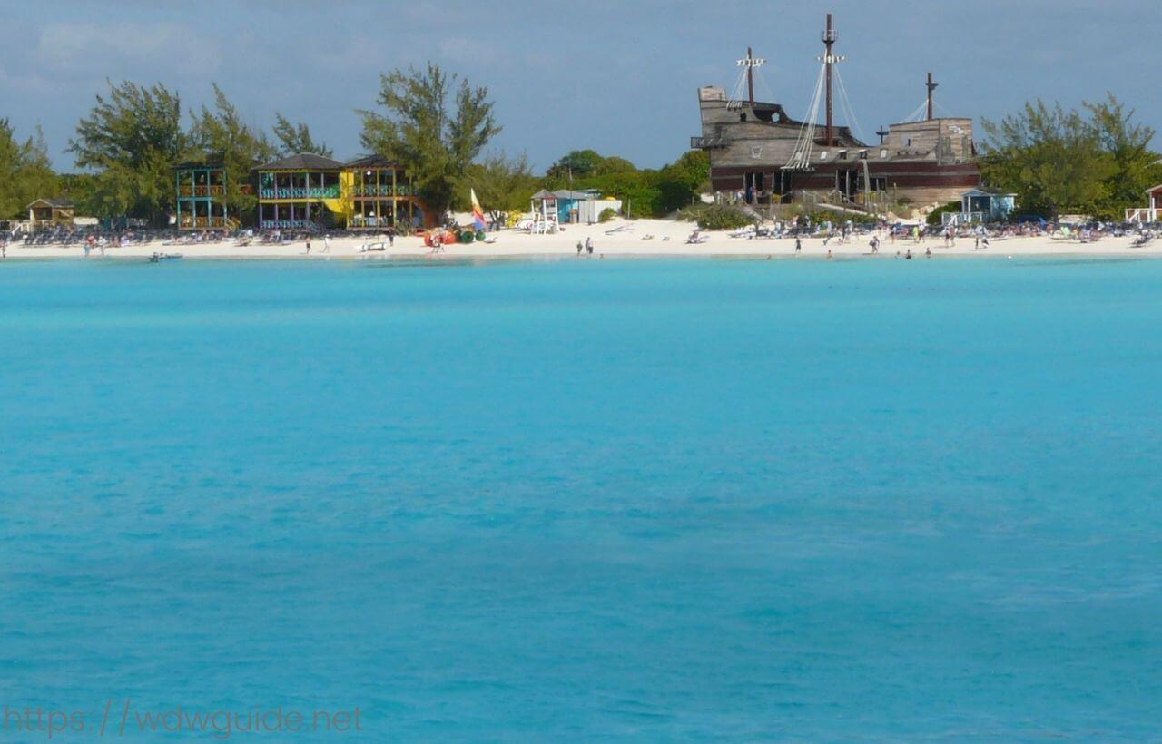 西カリブ海に浮かぶホーランドアメリカラインのハーフムーンケイ