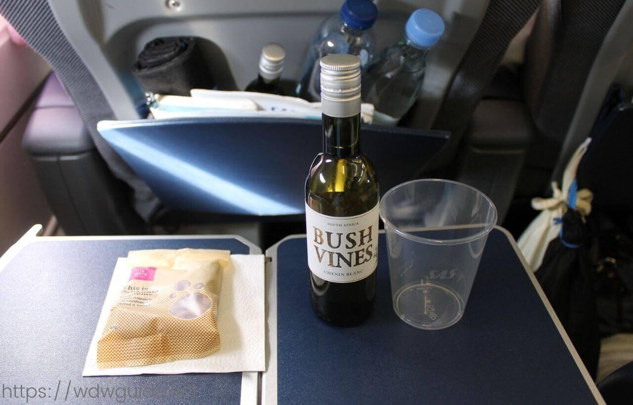 スカンジナビア航空プレミアムエコノミーのアルコール