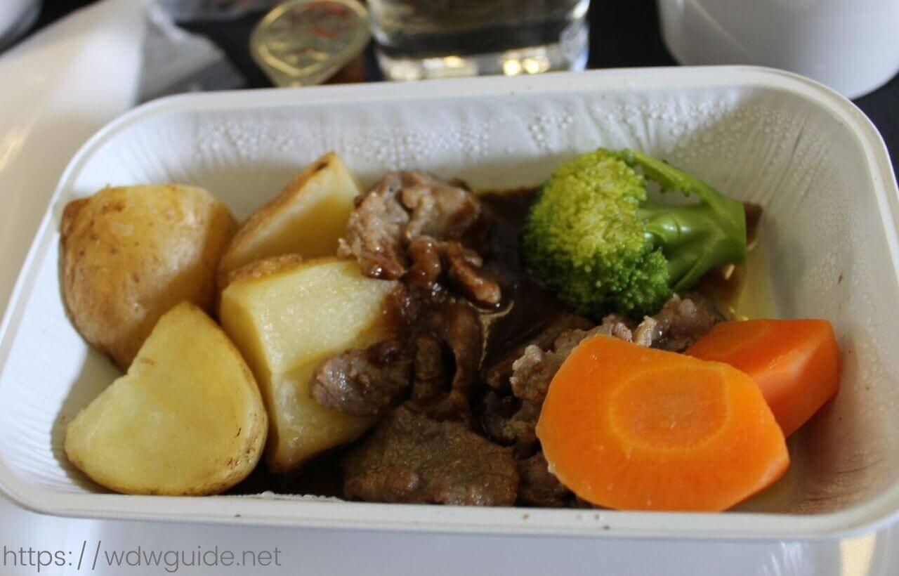 スカンジナビア航空(SAS) プレミアムエコノミーの機内食のメイン料理のビーフ