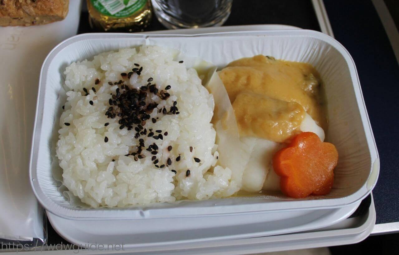スカンジナビア航空(SAS) プレミアムエコノミーの機内食のメイン料理の魚