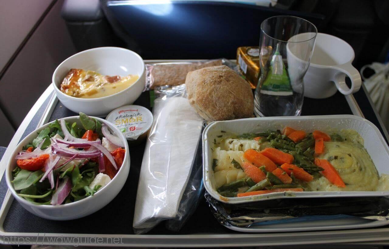 スカンジナビア航空(SAS)のプレミアム・エコノミークラス (SAS Plus : SASプラス) の一食目
