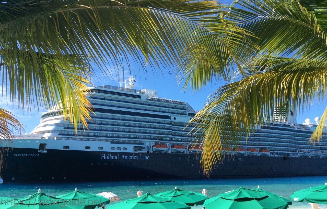 カリブ海に停泊するコーニングスダム