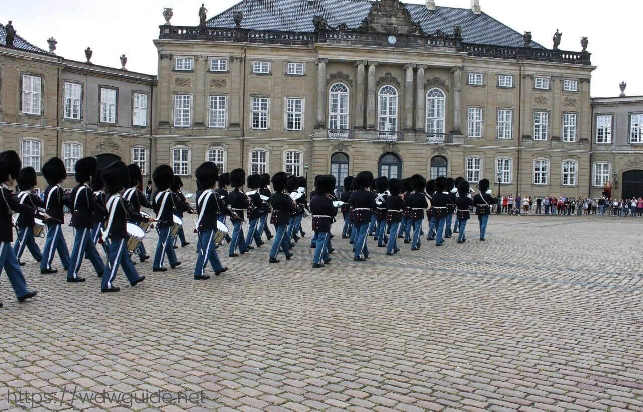 アメリエンボー宮殿の衛兵交代式