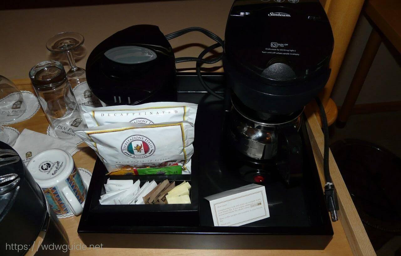 パン パシフィック バンクーバーの客室のコーヒーメーカー