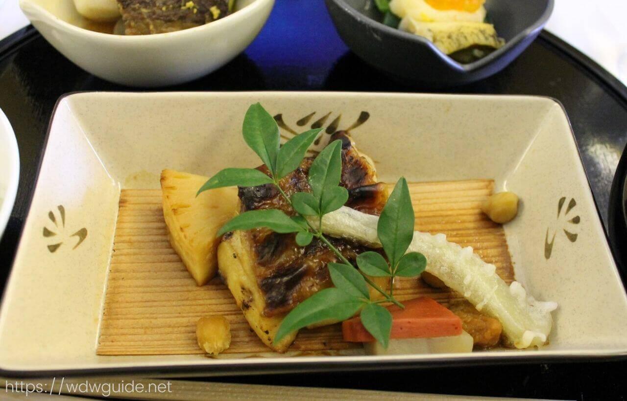 ANAファーストクラス機内食の和食の主菜