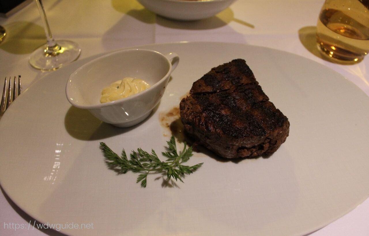 ユーロダムのピナクルグリルのステーキ