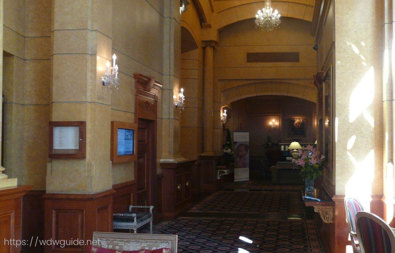 バンクーバーのホテル ル・ソレイユのロビー