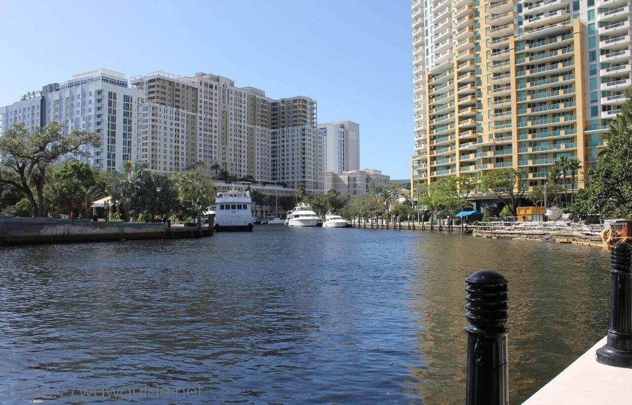 リバーサイドホテルの裏手にある運河