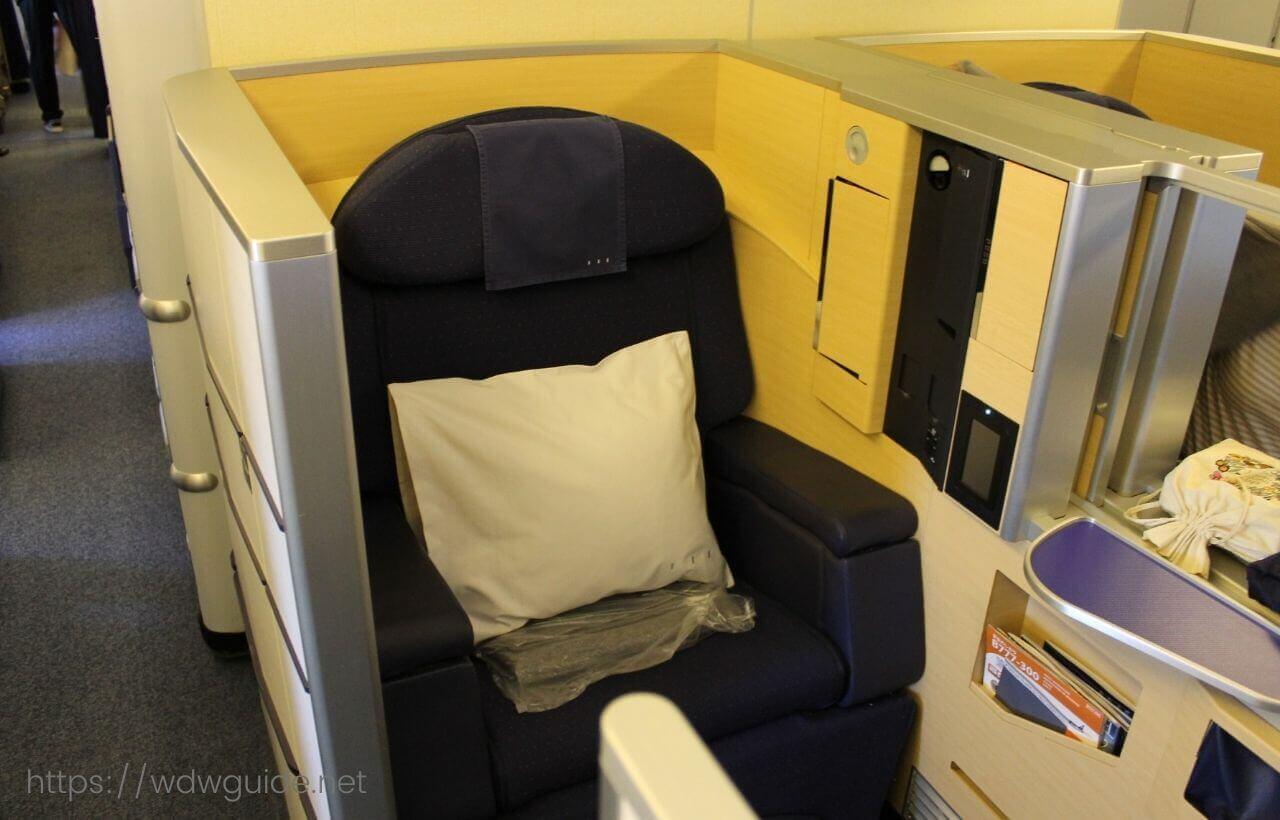 ANA Boeing 777-300ERのファーストクラスのシート