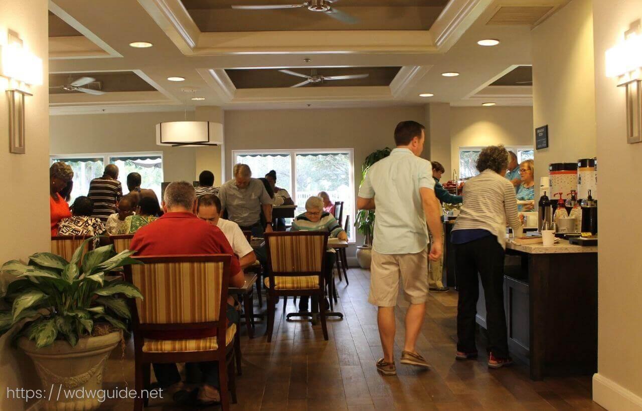 ハンプトン イン・フォートローダーデール エアポート ノース クルーズ ポートの朝食会場