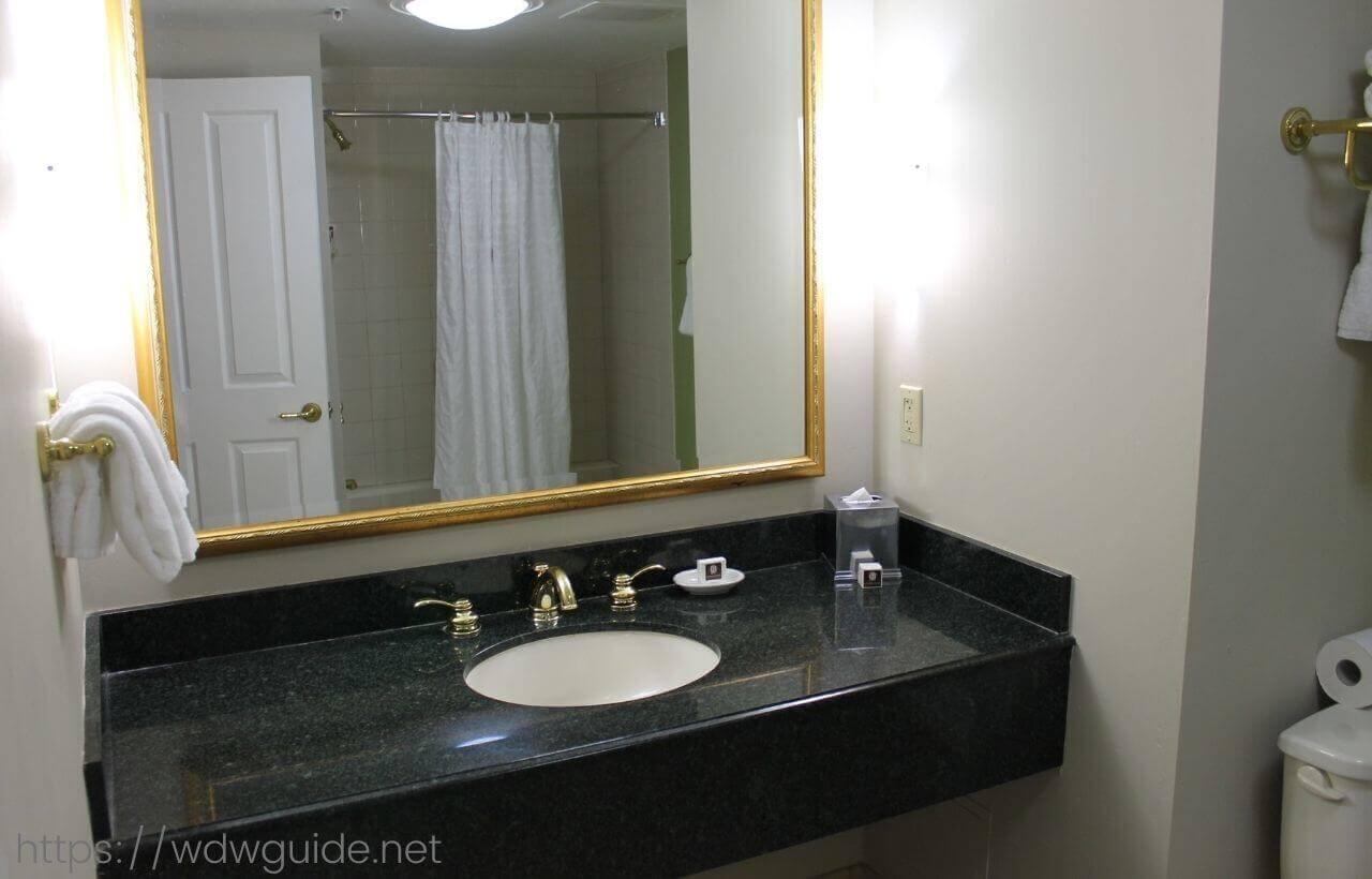 フォートローダーデールのリバーサイドホテルの洗面台