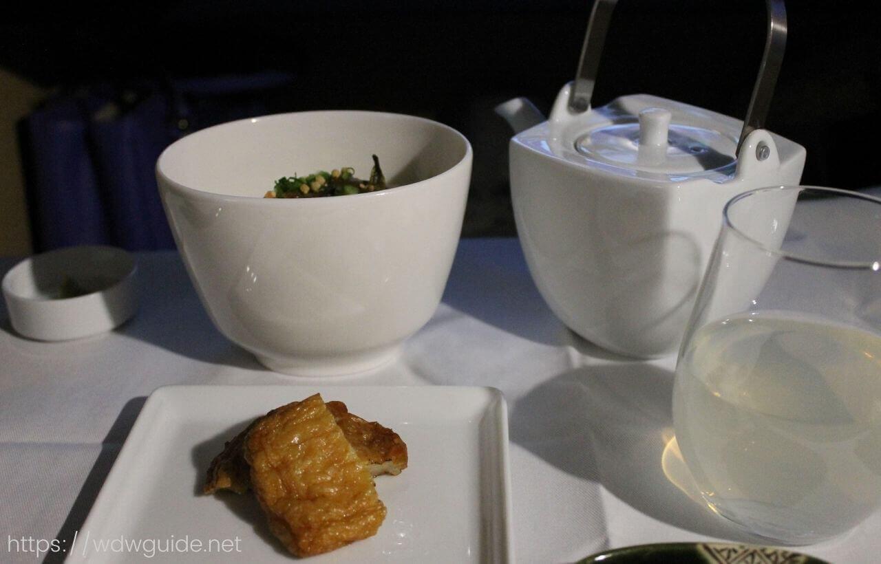 ANAファーストクラスの鹿児島産つけ揚げと河豚茶漬