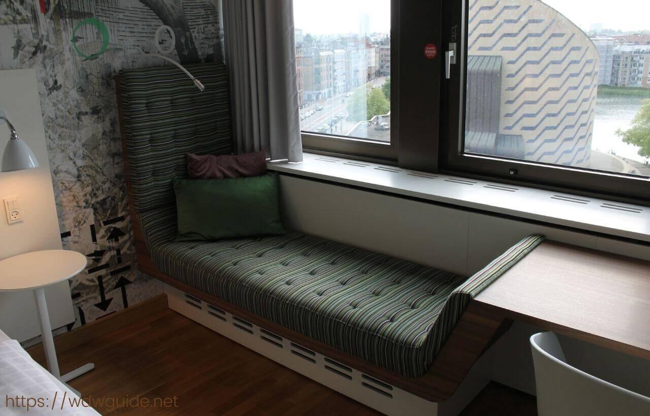 スカンディック コペンハーゲンの客室のソファー