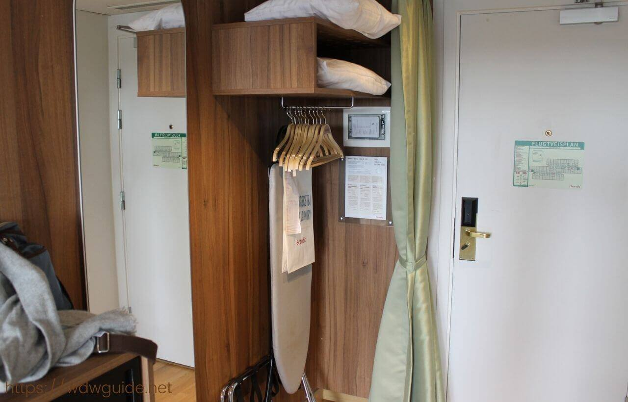 スカンディック コペンハーゲンの客室のクローゼット