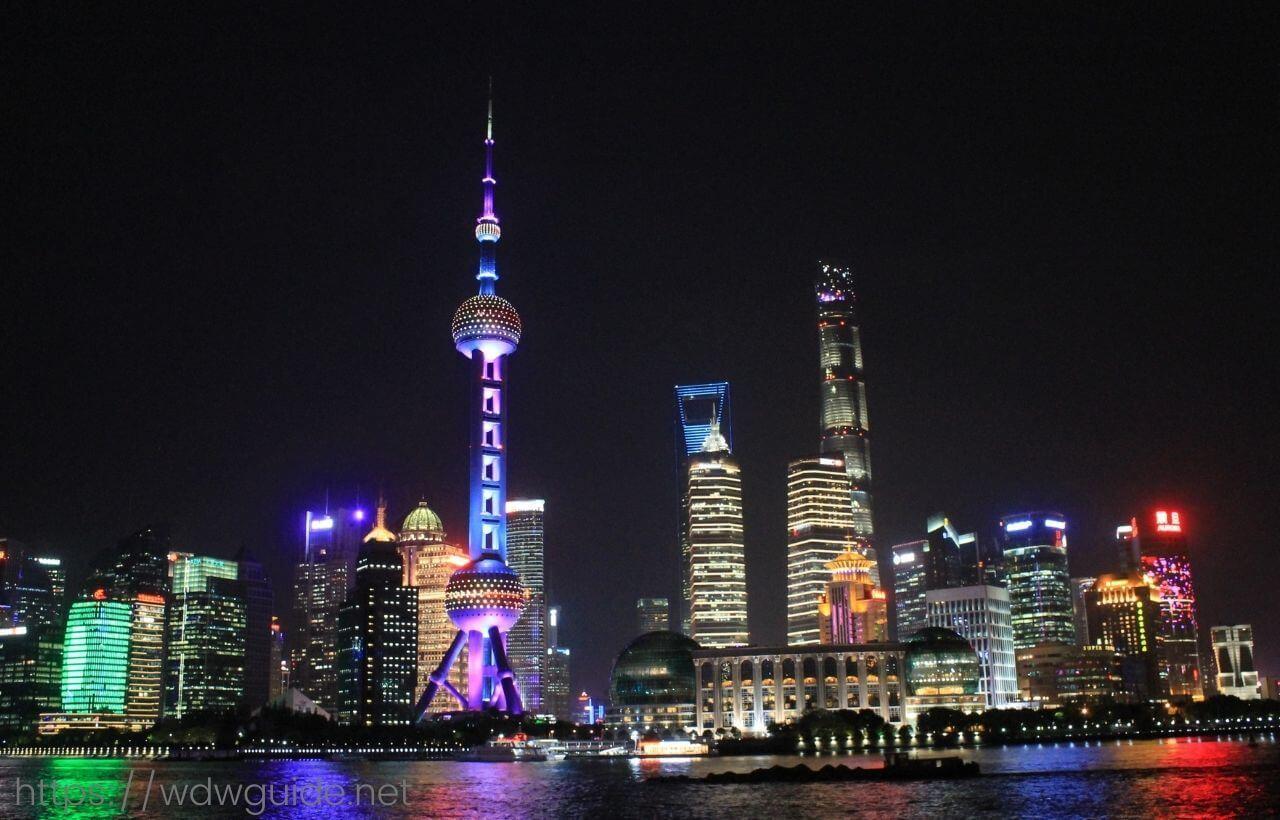 上海の外灘から見た浦東新区の夜景