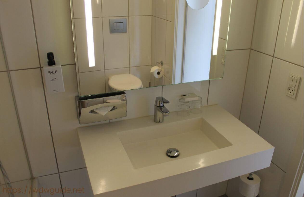 スカンディック コペンハーゲンの客室の洗面台