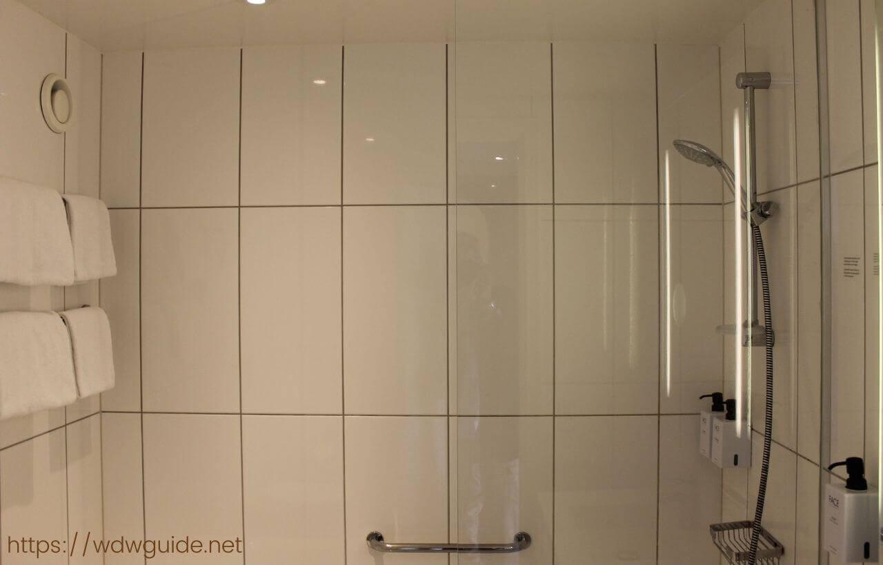 スカンディック コペンハーゲンの客室のシャワーブース