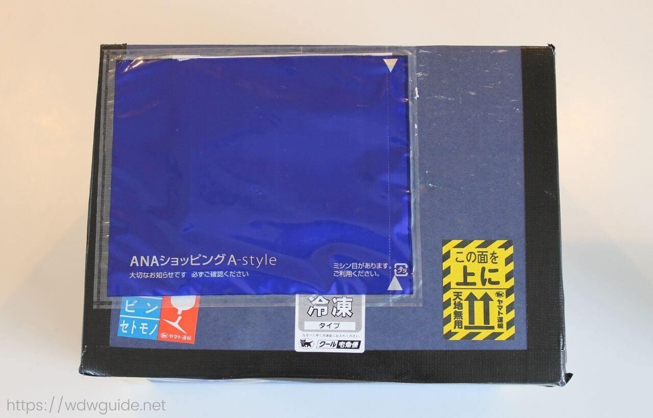 ANA国際線エコノミークラス機内食が入った梱包