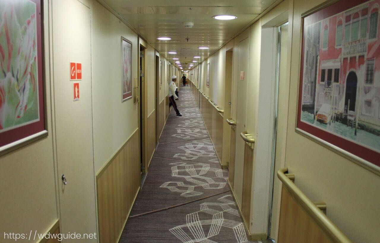 ザイデルダムの廊下