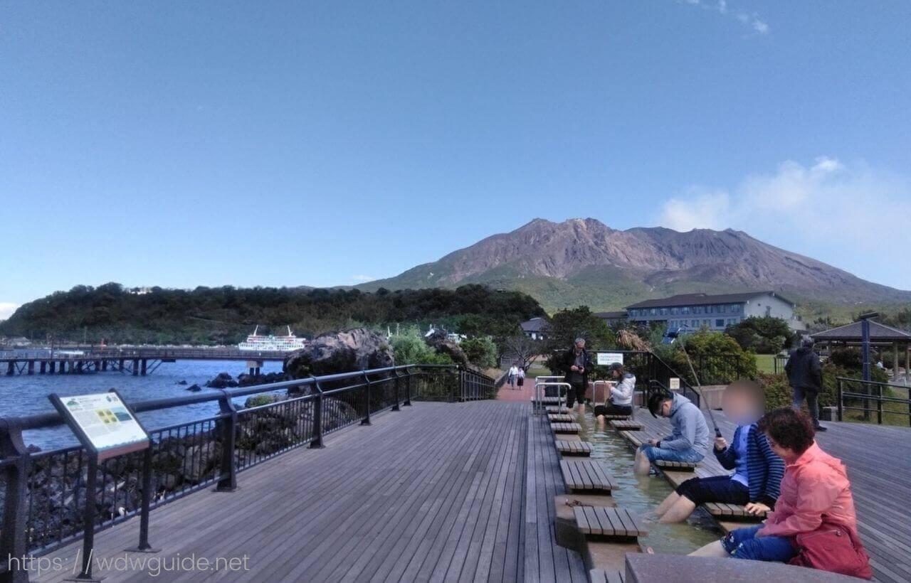 桜島と溶岩なぎさ公園足湯