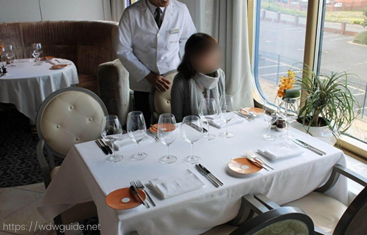 ホーランドアメリカラインのピナクルグリルのテーブル
