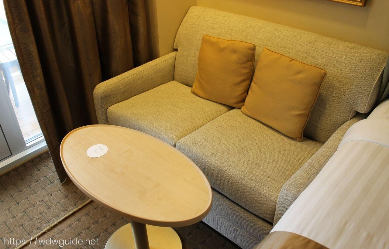 ザイデルダムの客室のソファー