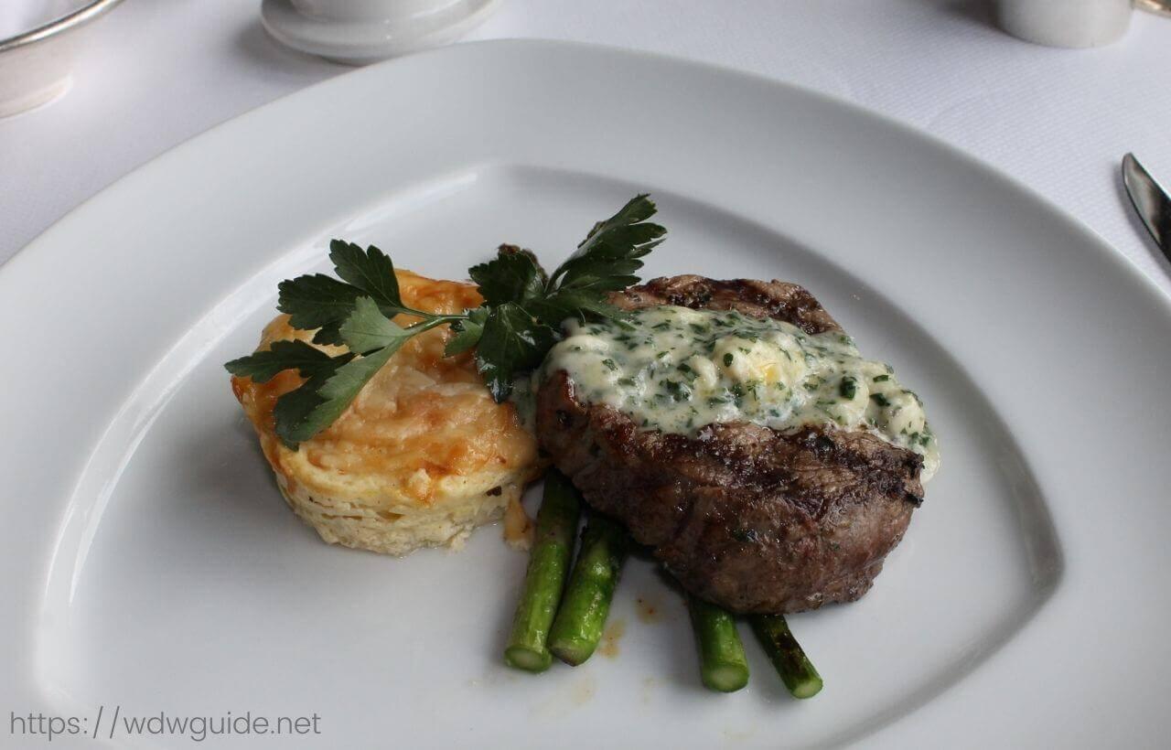 ピナクルグリルのビーフテンダーロイン(Beef Tenderloin with Oregon Blue Cheese)