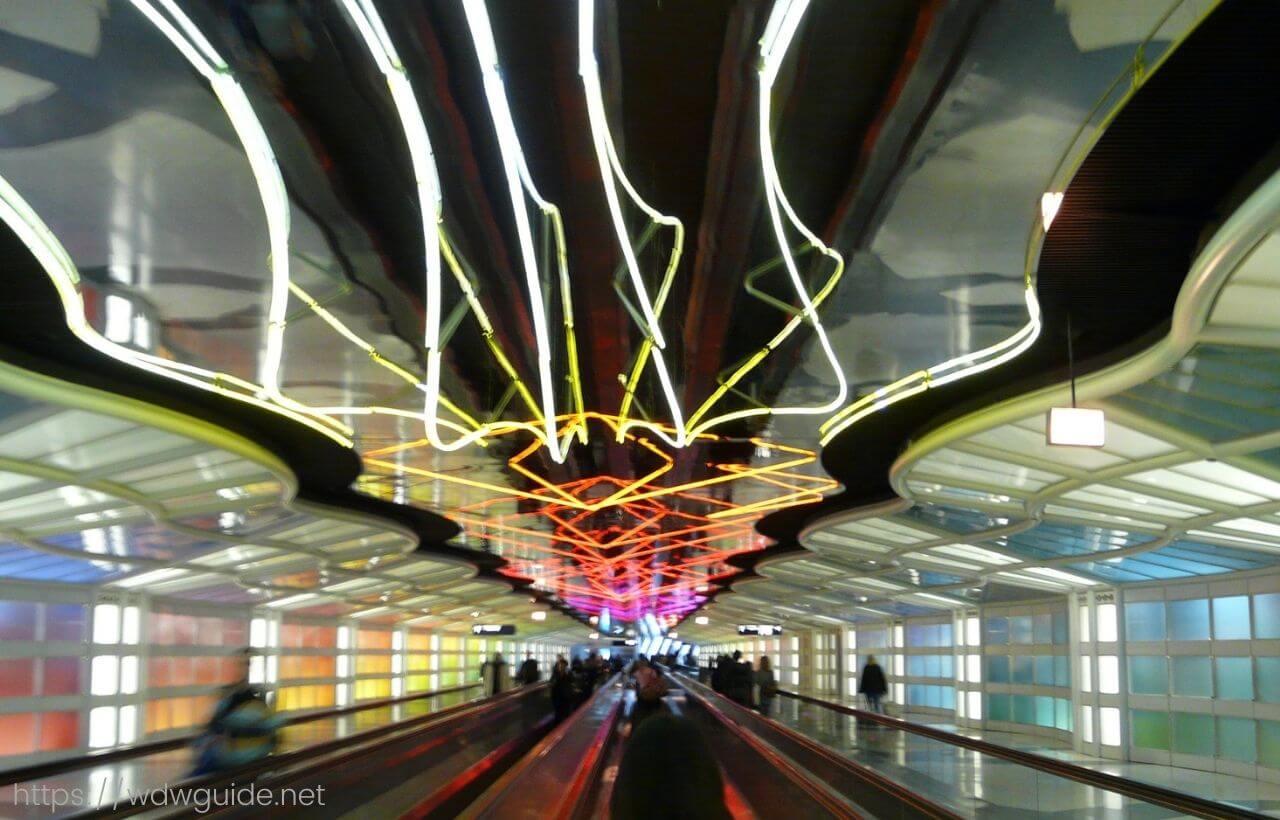 シカゴ・オヘア国際空港の通路