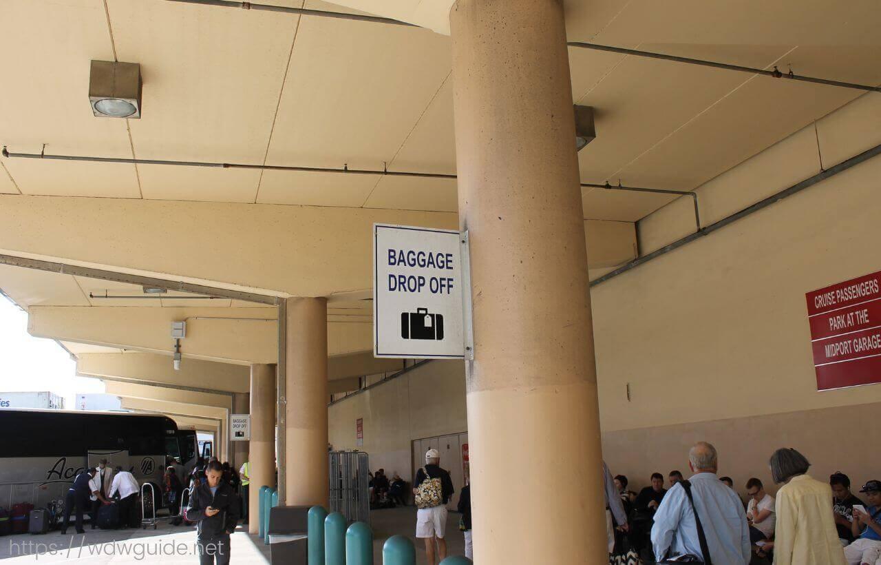 フォートローダーデール港クルーズターミナルポートエバーグレーズのバッゲージドロップ