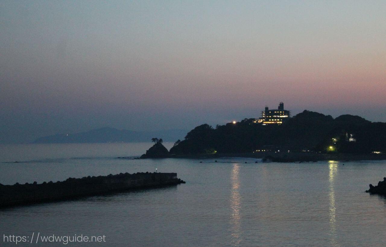 船から見た桂浜