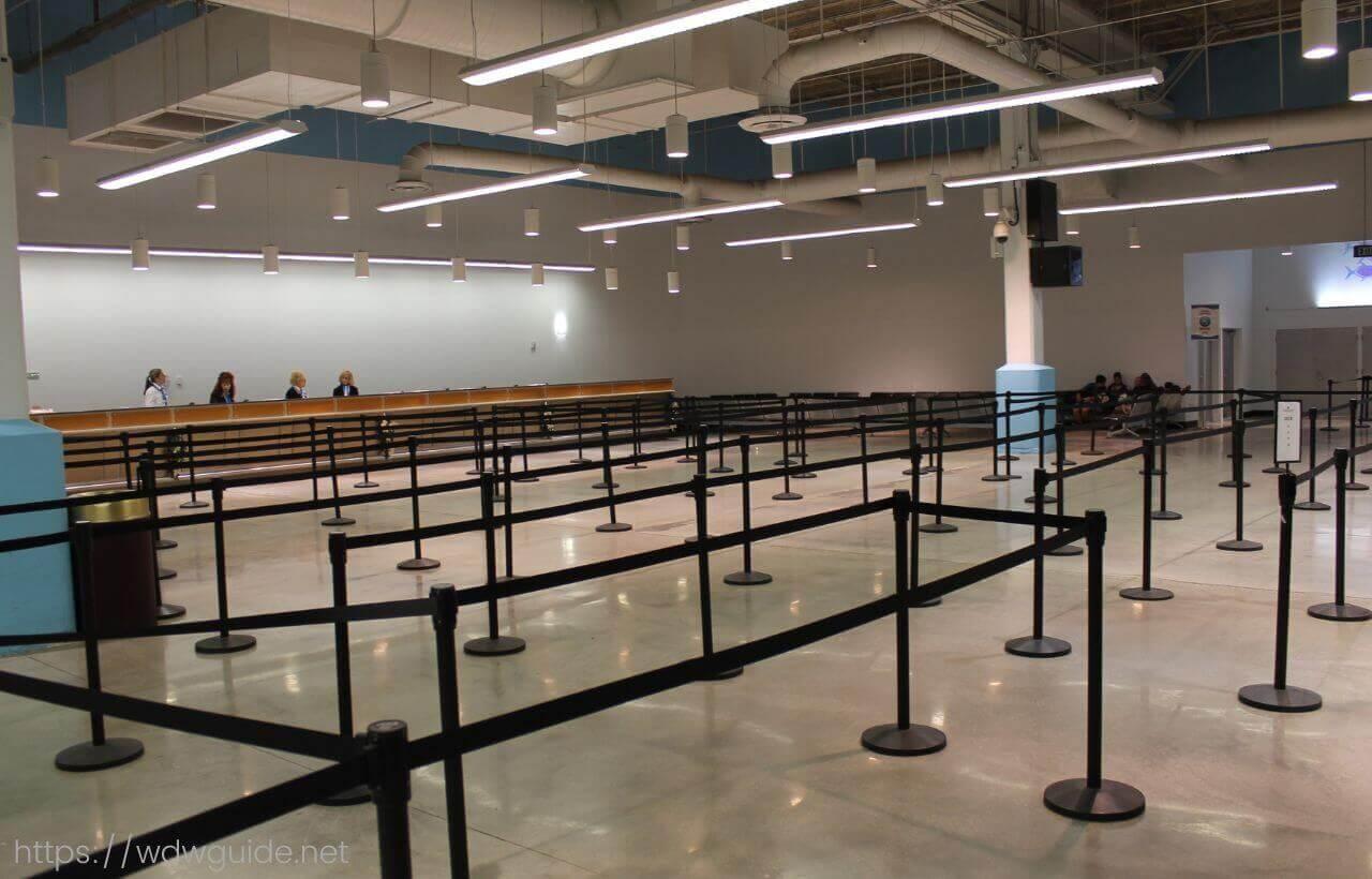 フォートローダーデール港クルーズターミナルポートエバーグレーズのチェックインカウンター