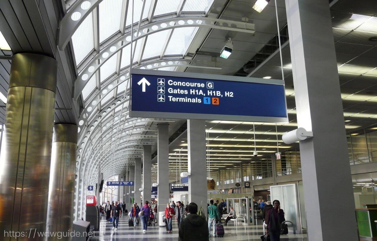 シカゴ・オヘア国際空港のターミナル3への案内
