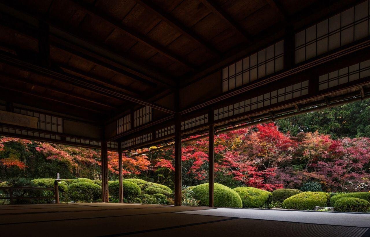 京都・詩仙どうから見た紅葉