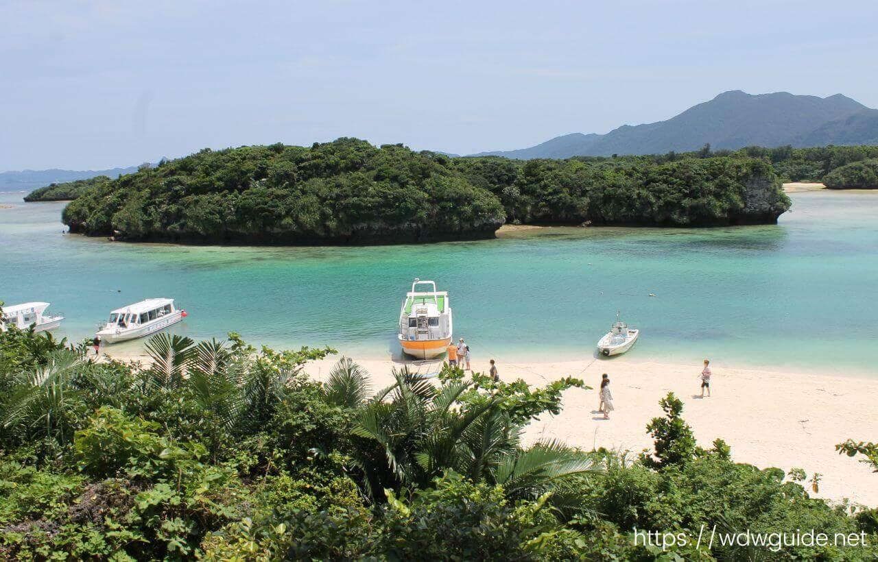高台から見た石垣島の川平湾