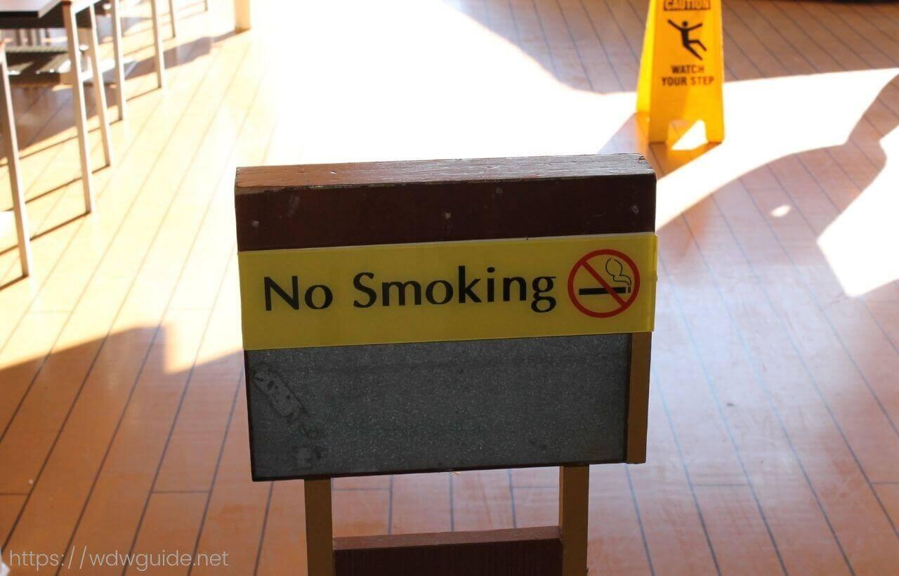 No Smoking(喫煙禁止)の看板