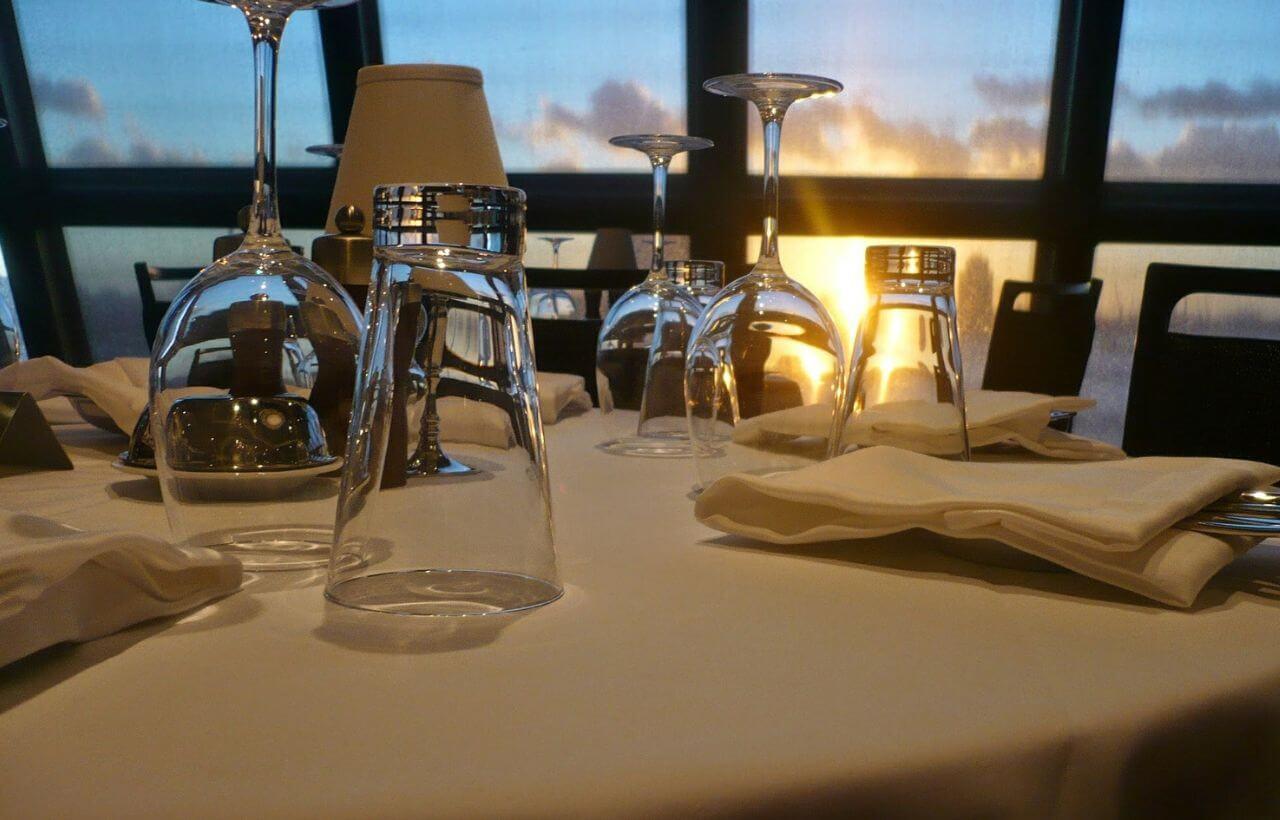 豪華客船でのディナー